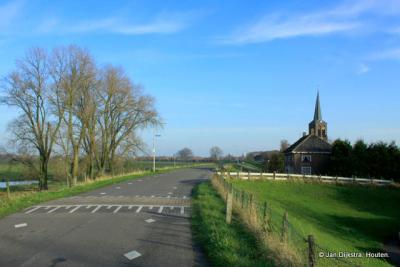 Ravenswaaij, gelegen op en aan de Lekdijk