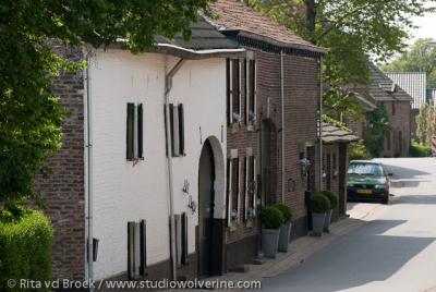 Bergenhuizen, hellende straat