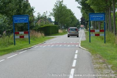 Langeweegje was vanouds gemeente Hoedekenskerke, sinds 1970 gemeente Borsele, en valt onder het dorp Kwadendamme.