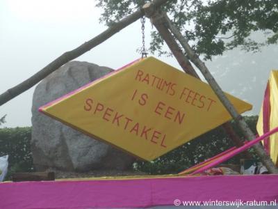 Ratum, fragment van een wagen in de optocht van het Ratums Feest 2010