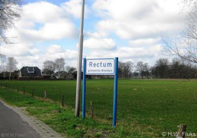 Rectum (buurtschap van Wierden) heeft fraaie plaatsnaamborden, evenals buur-buurtschap Ypelo.