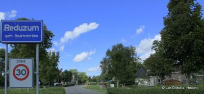 Reduzum is een dorp in de provincie Fryslân, gemeente Leeuwarden. T/m 1983 gemeente Idaarderadeel. In 1984 over naar gemeente Boarnsterhim, in 2014 over naar gemeente Leeuwarden.
