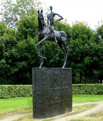 Rhoon, standbeeld van Biggo van Duveland, die rond 1200 Rhoon heeft gesticht