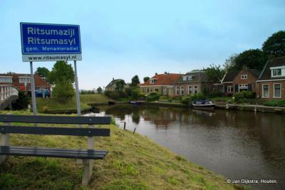 Ritsumasyl, deze idyllische buurtschap heeft in 2014 de rondweg 'Haak om Leeuwarden' door haar 'achtertuin' gekregen. Zie verder bij Recente ontwikkelingen.