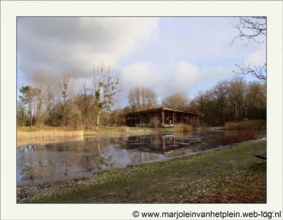 De Tenellaplas, met het gelijknamige bezoekerscentrum van Het Zuid-Hollands Landschap ligt dichtbij Oostvoorne, maar voor het postadres valt het centrum onder Rockanje