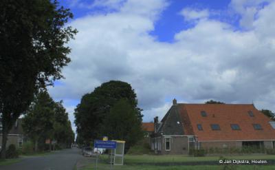 Rotsterhaule is een dorp bestaande uit enkele lintbebouwingen ZO van Joure