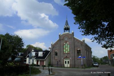 Scharnegoutum, de voormalige Gereformeerde kerk is in 1994 aan de eredienst onttrokken en verbouwd en herbestemd tot woonhuis en winkel.