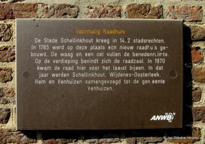 Tekst en uitleg bij het voormalige raadhuis in Schellinkhout
