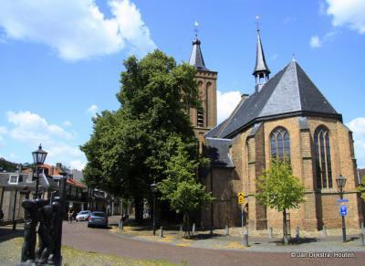 In het centrum van Scherpenzeel staat de Antoniuskerk