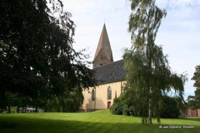 De huidige Hervormde (PKN) kerk (Hoofdweg 125) dateert uit 1686 en is gebouwd op de fundamenten van de oude kerk, met gebruikmaking van de kloostermoppen van de voorganger.