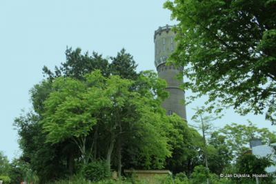 De Watertoren van Schuwacht in het groen.