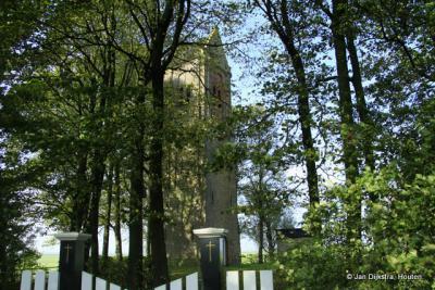 De toren van de buurtschap Skillaerd in de bomen