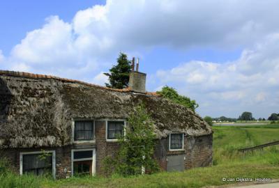 Daglonershuisje in Sluis, kan het nog worden opgeknapt?, zou mooi zijn.