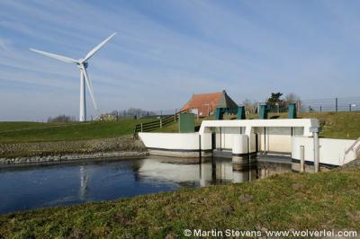Tacozijl, de huidige sluis is sinds 1953 de opvolger van de oorspronkelijke scheepvaartsluis.