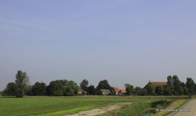 Spears van ver in het uitgestrekte landschap van Fryslân