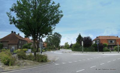 Hier kijk je de andere kant op, op de in de vorige foto genoemde T-splitsing in Stoutenburg. Dit is dus de Horsterweg naar Leusden.