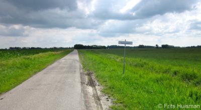 Takkebos, vanuit Baflo word je, in tegenstelling tot vanuit Winsum, niet gewaarschuwd voor modder in Takkebos.