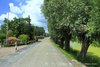 De landelijke, groene buurtschap Tappersheul bij Oudewater vormt een contrast met het dichtbijgelegen en naar de buurtschap genoemde bedrijventerrein.