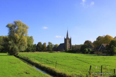 De Sint Benedictuskerk in Teeffelen. Teeffelen is een zeer oud dorp, het was in de IJzertijd al bewoond.
