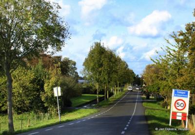 Tempel is een vrij grote buurtschap, met een eigen bebouwde kom, maar ligt voor de postadressen 'in' Reeuwijk.