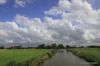 """De Hallumervaart, die tussen Bartlehiem en Tergrêft in de Dokkumer Ee """"stroomt""""."""