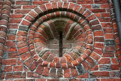 Een stukje oud vakwerk aan de Ursuskerk in Temunten