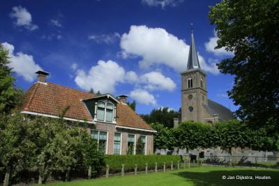 Dorpsgezicht met de Hervormde kerk van Ternaard.