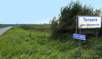 Van Teroele is nog niets te zien, maar het plaatsnaambord aan de Troelstraweg wijst ons al de weg.