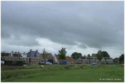 Huisjes aan de Workumertrekvaart in Tjerkwerd.