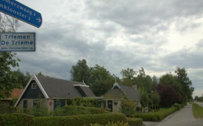 Triemen is een dorpje tussen Kollumerzwaag en Veenklooster.