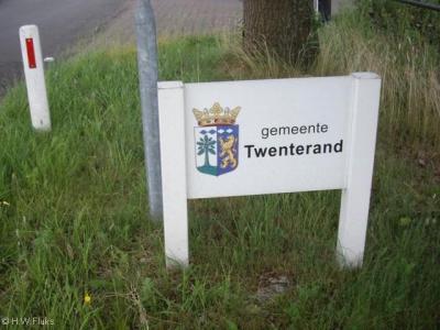 De gemeente Twenterand heet u welkom met deze fraaie borden die aan de randen van de gemeente staan.