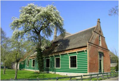 Boerderij met ronde schoorsteen in Twisk, West-Friesland.