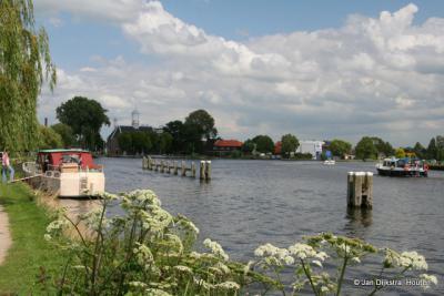 Alltjd leven en beweging daar op en aan de Amstel in Uithoorn.