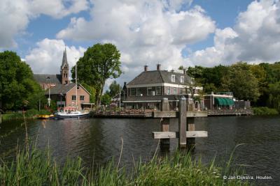 Uithoorn gezien van uit Amstelhoek over de Amstel.