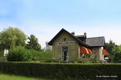Uitwellingerga had vroeger een eigen tramstation. Het gebouw staat er anno 2013 nog.