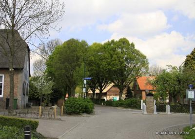In het centrum van Uitwijk.