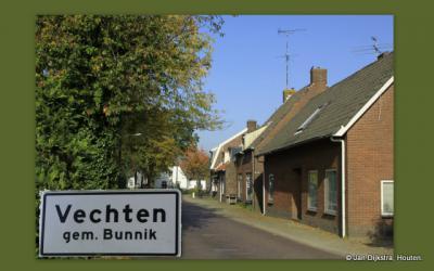 Vanuit Houten door de buurtschap Vechten kom je richting N vervolgens uit bij de landgoederen Amelisweerd en Rhijnauwen.