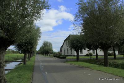 De huidige buurtschap Veldhuizen ligt vanaf De Meern vlak voor de buurtschap Reijerscop. Verwarrend is dat de weg hier ook Reijerscop heet en men ook nog eens bij beide delen opnieuw begint te nummeren...