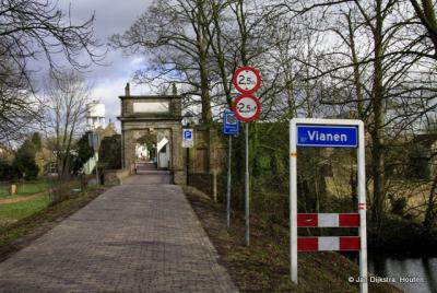 Via de Hofpoort komen we in Vianen