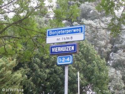 In Vierhuizen zullen in den beginne ongetwijfeld vier huizen hebben gestaan. Tegenwoordig staan er nog maar drie.