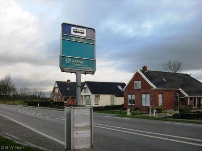 Vierhuizen staat ook aangegeven op de bushalteborden ter plekke