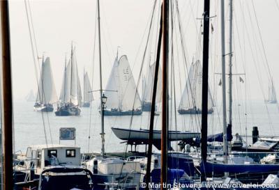 Volendam, Noord Holland, oude zeilschepen tijdens de Pieperrace