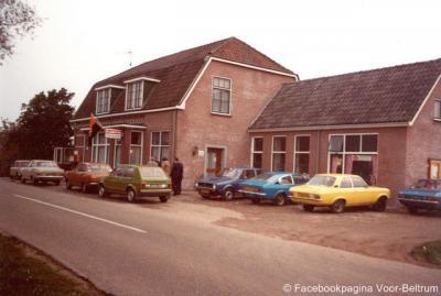 Bakker Halfweg te Voor-Beltrum, jaren zeventig, tegenwoordig café Halfweg, het centrum van de buurtschap, waar vaak iets te doen is en waar evenementen zoals bijv. de kermis worden gehouden.