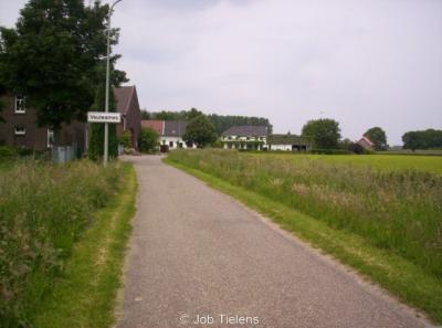 Voulwames omvat slechts één weggetje, met letterlijk een handvol huizen