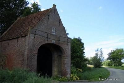 Het poortgebouw van de verdwenen Sjucksmastate in Waaxens.