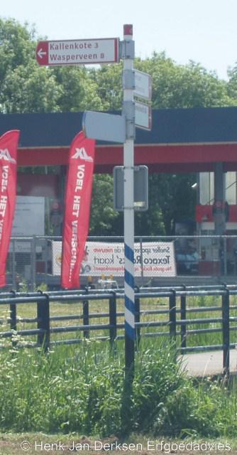 Bij Steenwijk staat een richtingwijzer naar Kallenkote en... Wasperveen. Kennelijk was tot mei 2010 nog niemand opgevallen dat dit Wapserveen moet zijn. Het dorp heeft weliswaar ooit Wasperveen geheten maar dat is wel een héél oude 19e-eeuwse spelling...