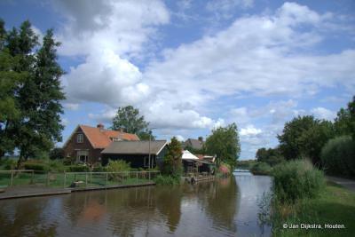 Waver, gezien over het riviertje de Oude Waver