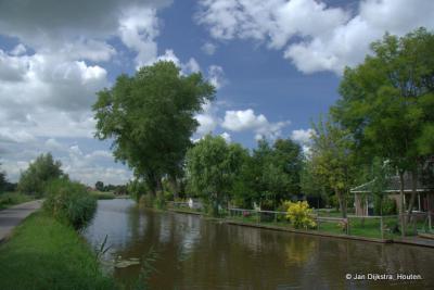 Waver gezien over het riviertje de Oude Waver.