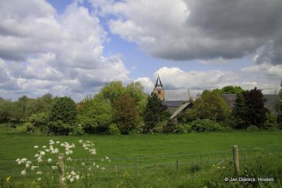 Zicht op Well, met de Hervormde kerk
