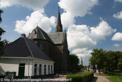 Wergea, dorpsgezicht, met o.a. de twee kerken